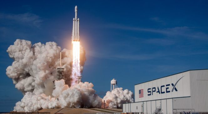 10 Amazing Facts About SpaceX's Falcon Heavy Rocket
