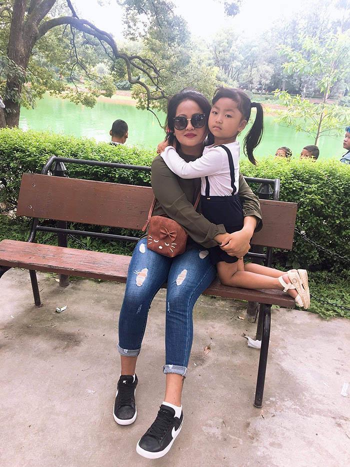 Numa Rai with her mother