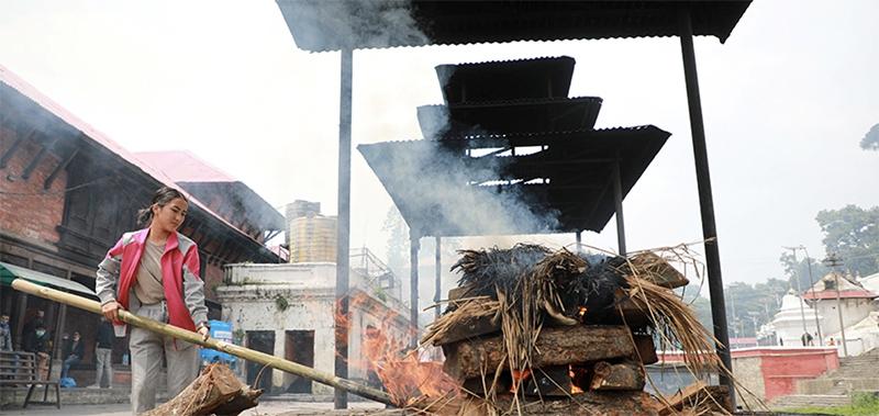 Sapana Roka Cremating Dead body at pashupati