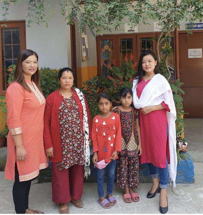 Jangmu Sherpa with Students